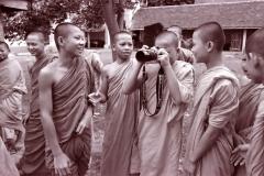 monks-with-nikon-sm