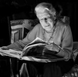 Velzoe reading BW